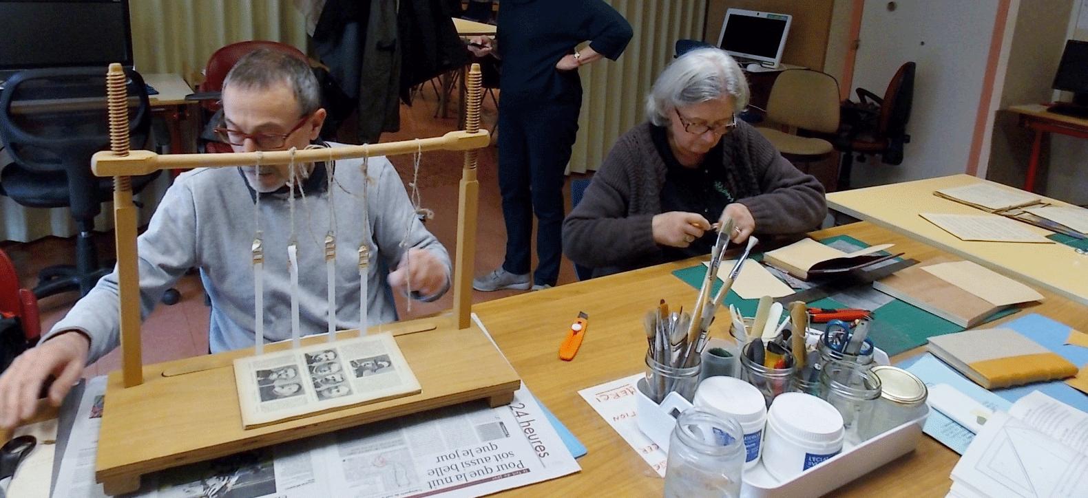 Atelier reliure avec Amitié Solidarité 31.
